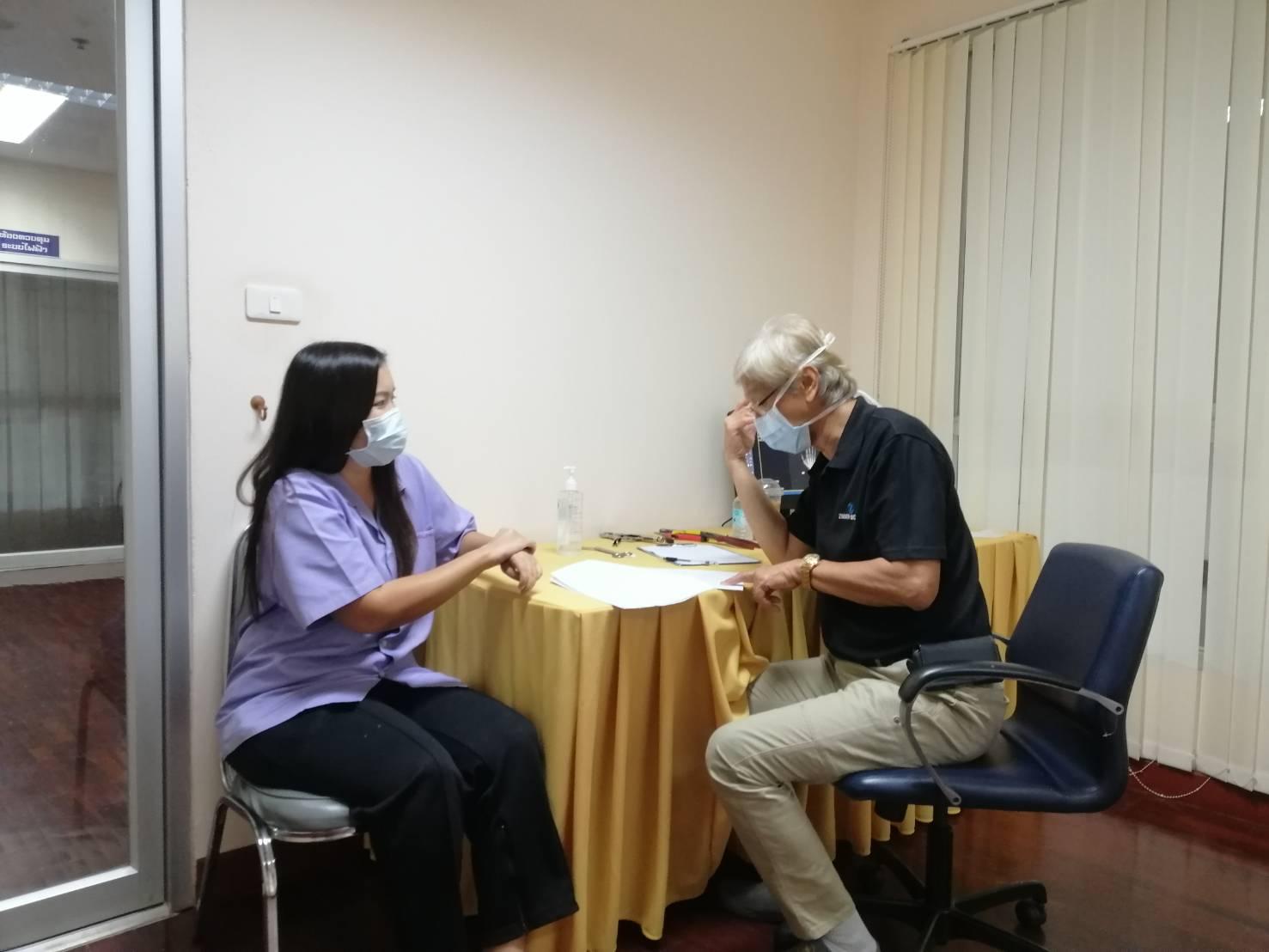 ตรวจรักษาให้แก่ผู้เข้ารับการฟื้นฟูสมรรถภาพที่บาดเจ็บเนื่องจากการทำงาน